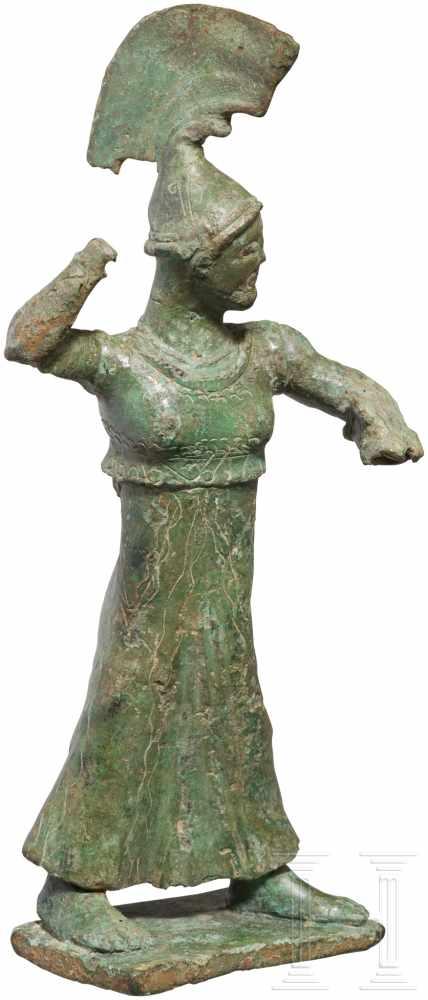 Lot 1632 - Bronzestatuette der Athena Promachos, griechisch, frühe Klassik, um 500 v. Chr.Eindrucksvolle