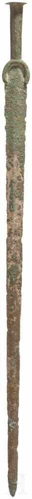 Lot 1610 - Außergewöhnlich langes Vollgriffschwert, Luristan, 11. Jhdt. v. Chr.Bronzeschwert mit sehr langer,
