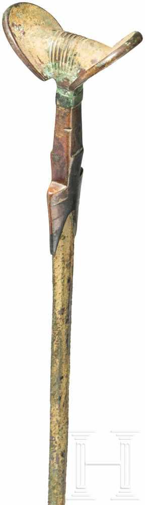 Lot 1609 - Ungewöhnlich schönes und langes bronzenes Fächergriffschwert, Luristan, Ende 2. Jtsd. v. Chr.Lange
