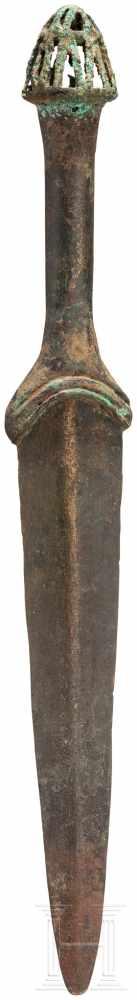 Lot 1615 - Bronzevollgriffdolch, Luristan - iranisch, Ende 2. Jtsd. v. Chr.Klinge mit abgerundeter Spitze und