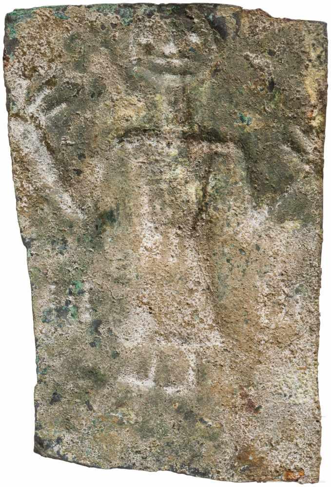 Lot 1626 - Votivblech mit Adorant, urartäisch, 8. Jhdt. v. Chr.Rechteckiges Bronzeblech mit von hinten