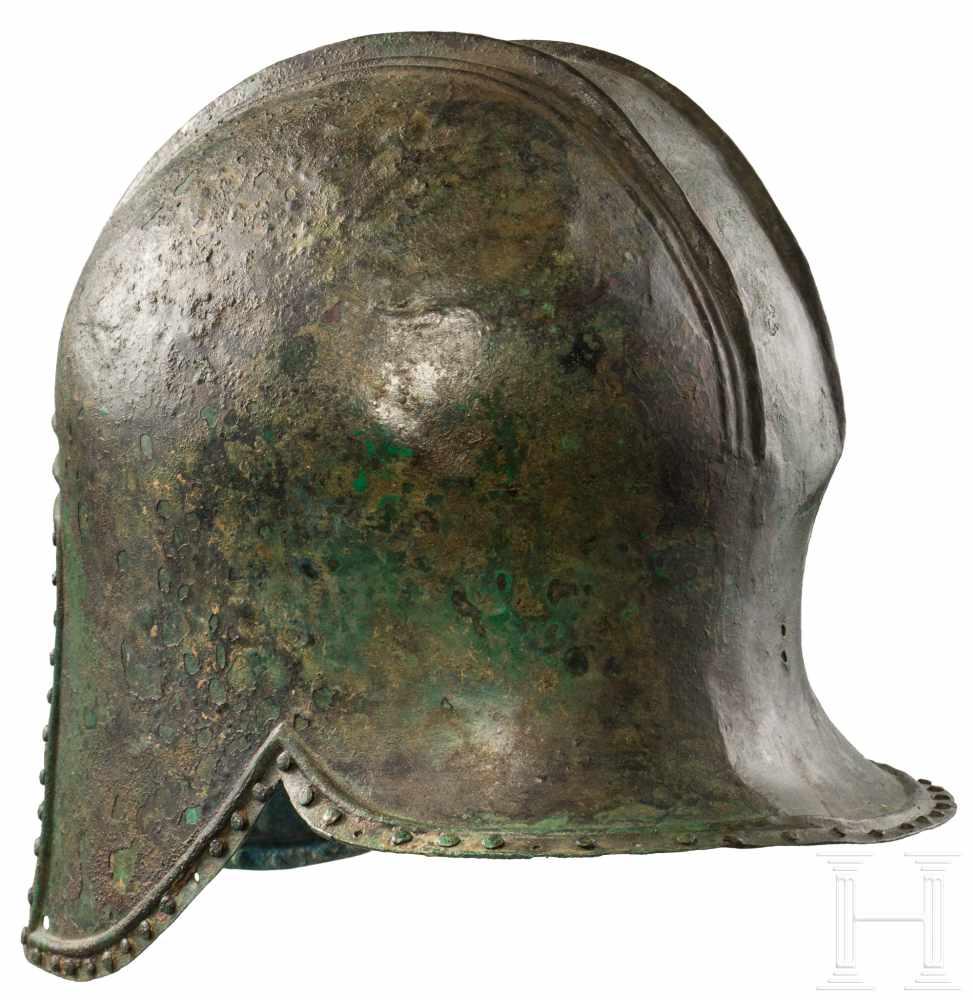Lot 1633 - Illyrischer Helm, griechisch, 2. Hälfte 7. - 1. Hälfte 6. Jhdt. v. Chr.Bronzener Helm der