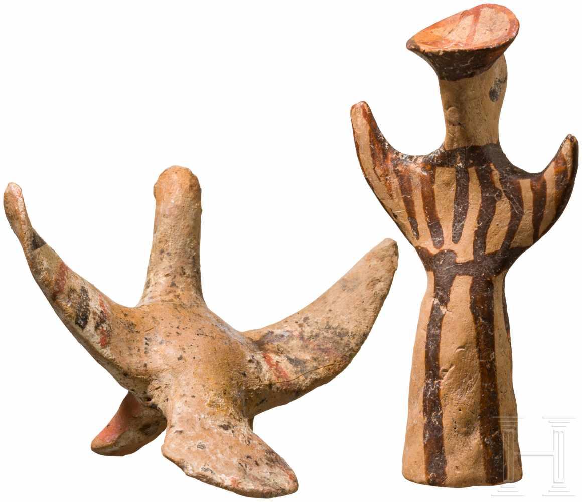 Lot 1642 - Mykenisches Psi-Idol und Adler, 13. Jhdt. v. Chr.Stilisiertes, polychrom bemaltes Idol einer