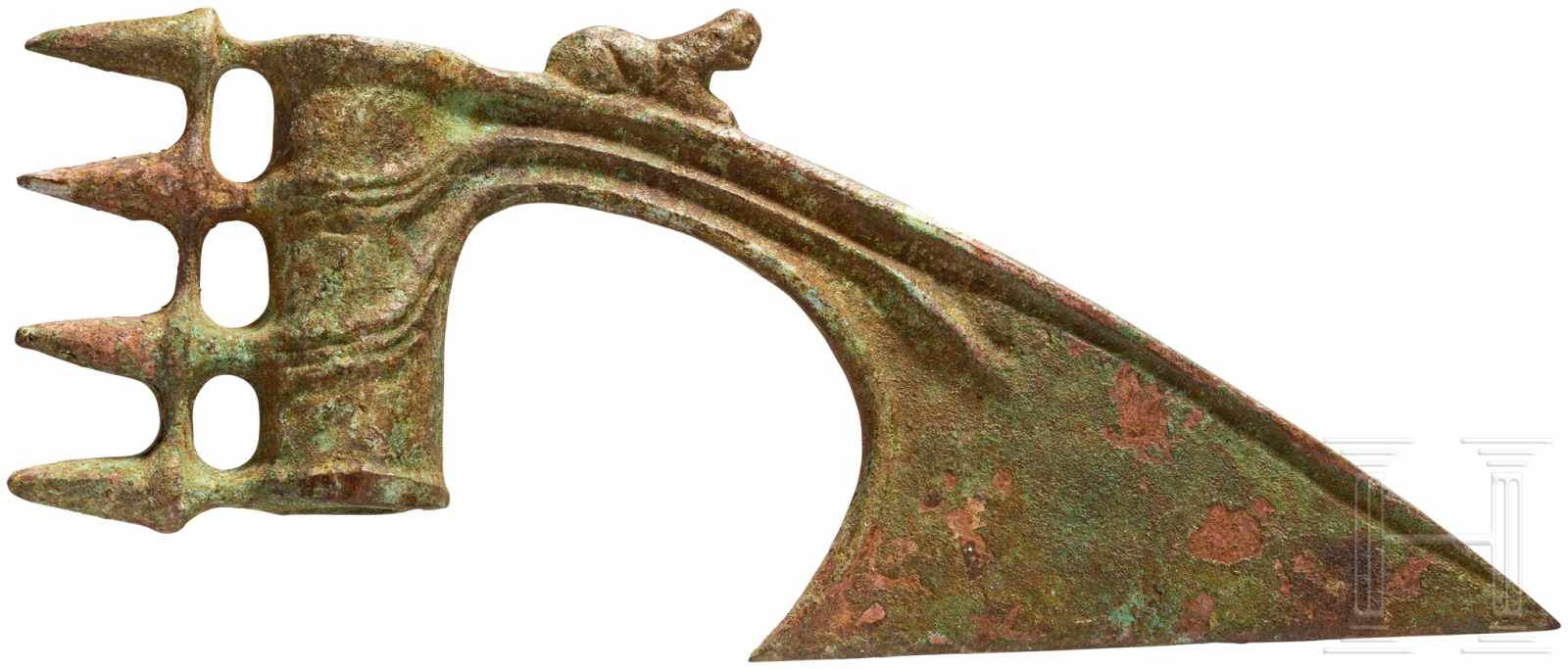 Lot 1619 - Scheinaxt mit Dornen im Nacken, Luristan, Eisenzeit I, 12. - 10. Jhdt. v. Chr.Die röhrenförmige