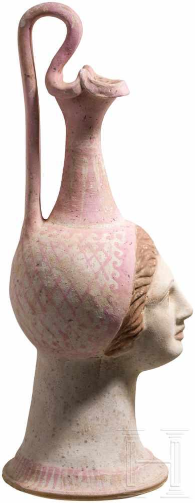 Lot 1658 - Polychrome Oinochoe mit plastischem Antlitz einer Dame, Canosa, Unteritalien, 4. Jhdt. v. Chr.