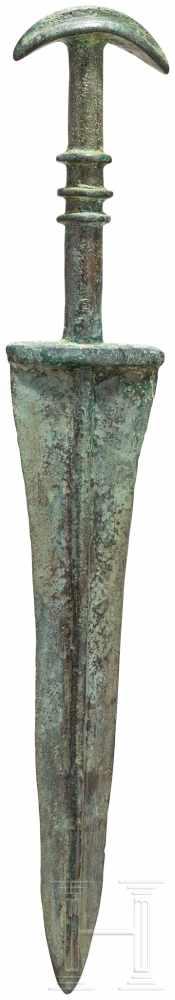 Lot 1617 - Vollgriffdolch, Luristan - iranisch, Ende 2. - frühes 1. Jtsd. v. Chr.Spitz nach unten zulaufende