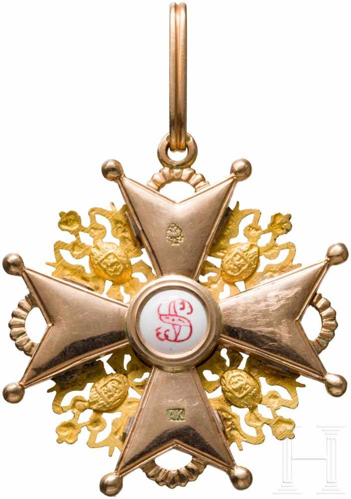 Lot 3880 - St. Stanislaus-Orden, Kreuz 2. Klasse, um 1900In Gold und Emaille. Auf den rs. Kreuzarmen