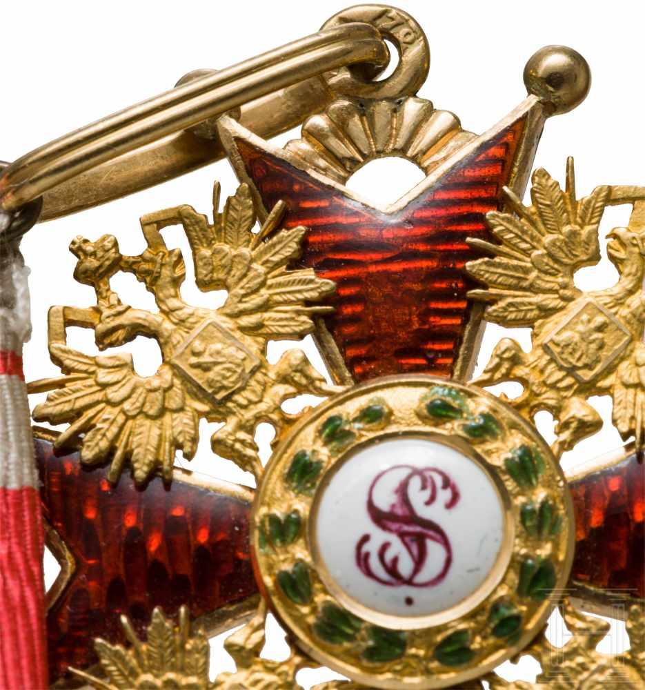 Lot 3881 - St. Stanislaus-Orden, Kreuz 3. Klasse, um 1900In Gold und Emaille. Auf den Kreuzarmen kyrillische