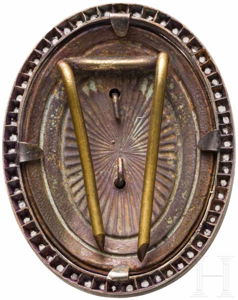 Lot 3907 - Ehrenzeichen/Kokarde mit Diamantrosen, Serbien/Russland, um 1915Silber, teils emailliert,