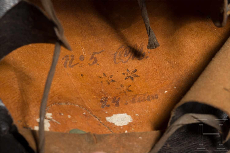 Lot 4393 - Helm M 1845 für Mannschaften/Unteroffiziere der LinieninfanterieHoher, schwarz lackierter