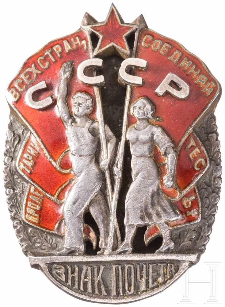 """Lot 3903 - Orden """"Zeichen der Ehre"""", Sowjetunion, 1935Silber, teils emailliert, die Vergoldung stark"""
