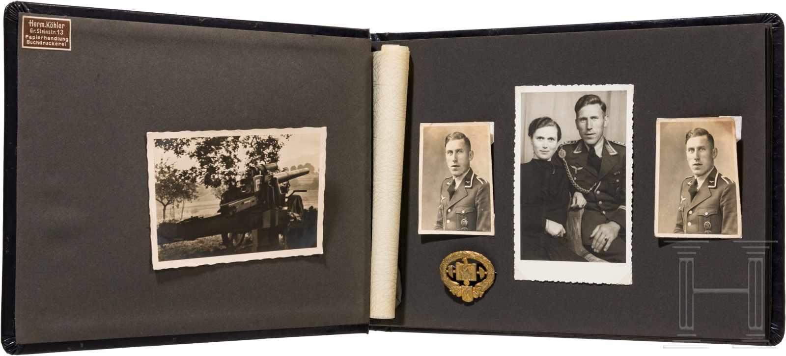 """Lot 5983 - Fotoalbum und Deutsches Schwerathleten-Sportabzeichen 2. Modell eines """"Stalingrad-Kämpfers""""Fotoalbum"""