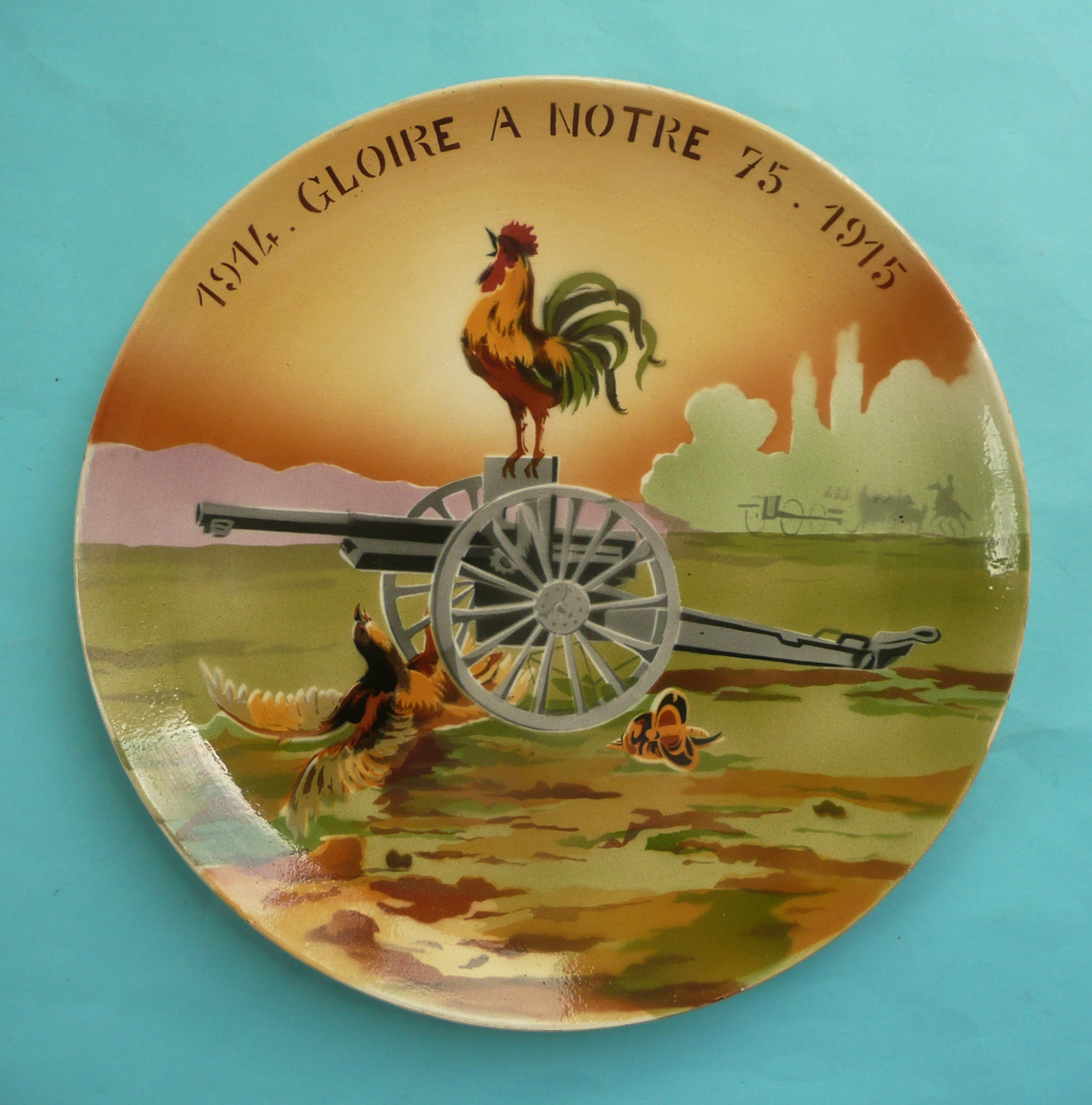Lot 55 - World War I: a French pottery plate stylishly decorated in colours with a triumphant cockerel upon a