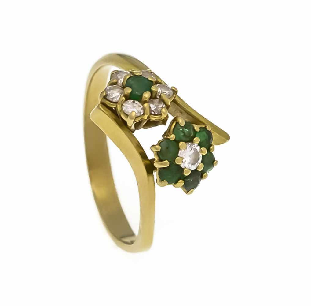 Lot 17 - Smaragd-Brillant-Ring GG 750/000 mit 7 rund fac. Smaragden 2,5 - 2 mm und 7 Brillanten,zus. 0,24