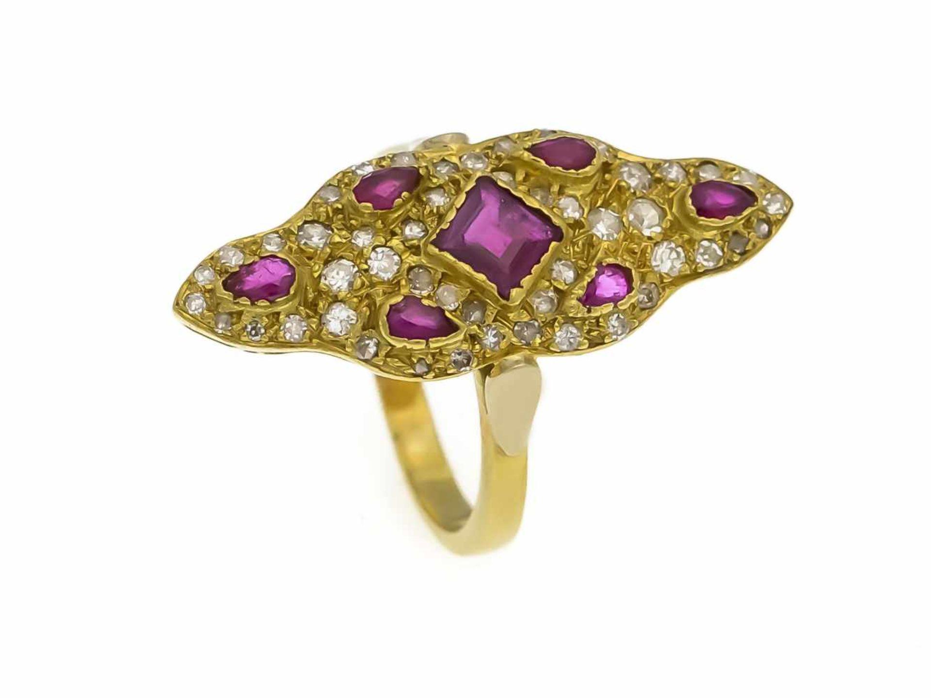 Los 18 - Rubin-Diamant-Ring GG 750/000 mit einem fac. Rubin-Carré 4,5 mm, 6 fac. Rubin-Tropfen 3 mmin...