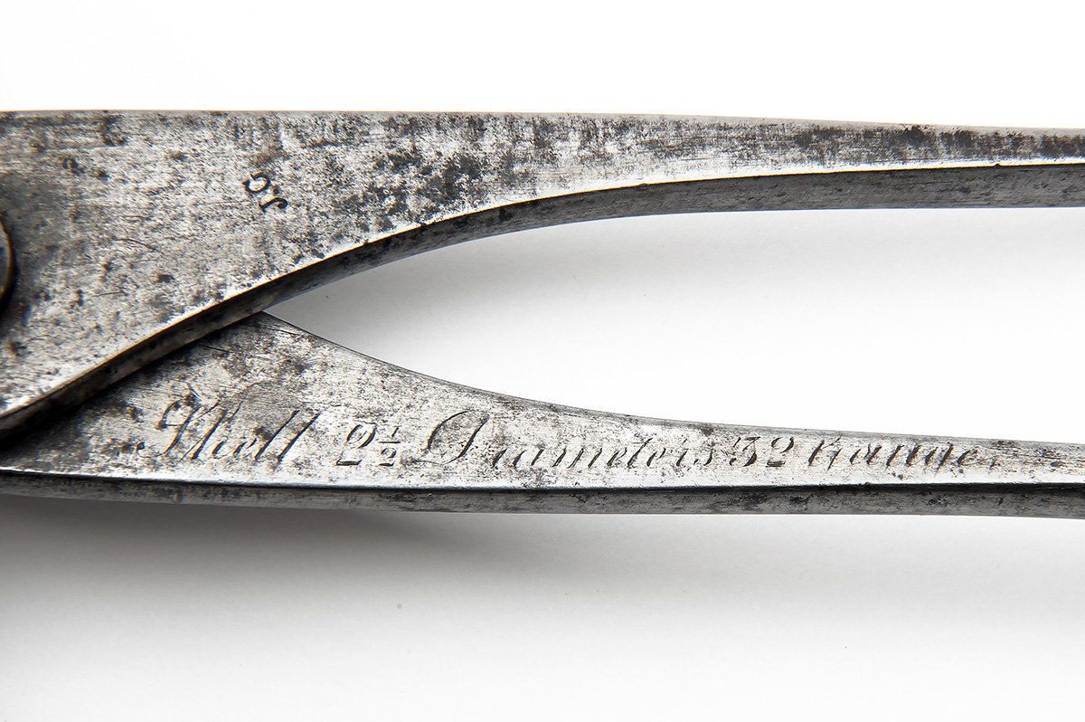 Lot 303 - A SCARCE FOUR-WINGED BULLET MOULD FOR A JACOB'S DOUBLE SERVICE RIFLE, circa 1855, with squared