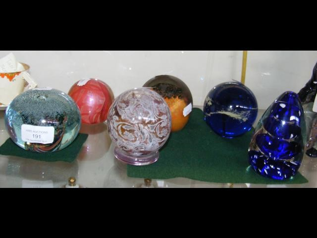 Lot 191 - Six collectable paperweights