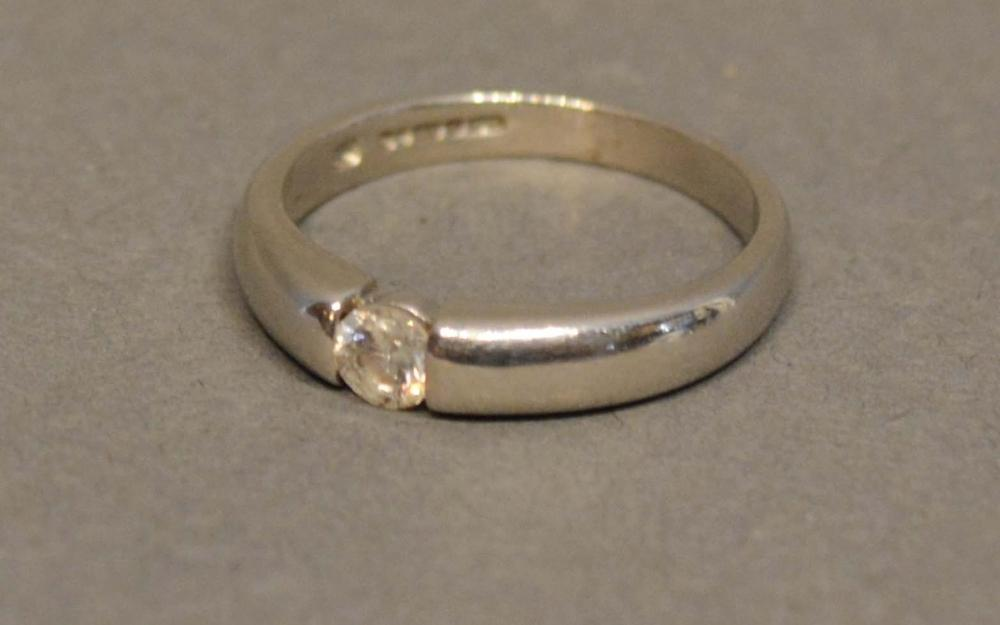 Lot 195 - An 18 Carat White Gold Solitaire Diamond Ring set with single round cut diamond