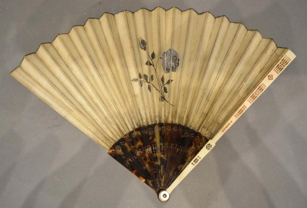 Lot 320 - A Mid 18th Century Ivory and Tortoiseshell Fan with Chinoiserie decoration with pierced