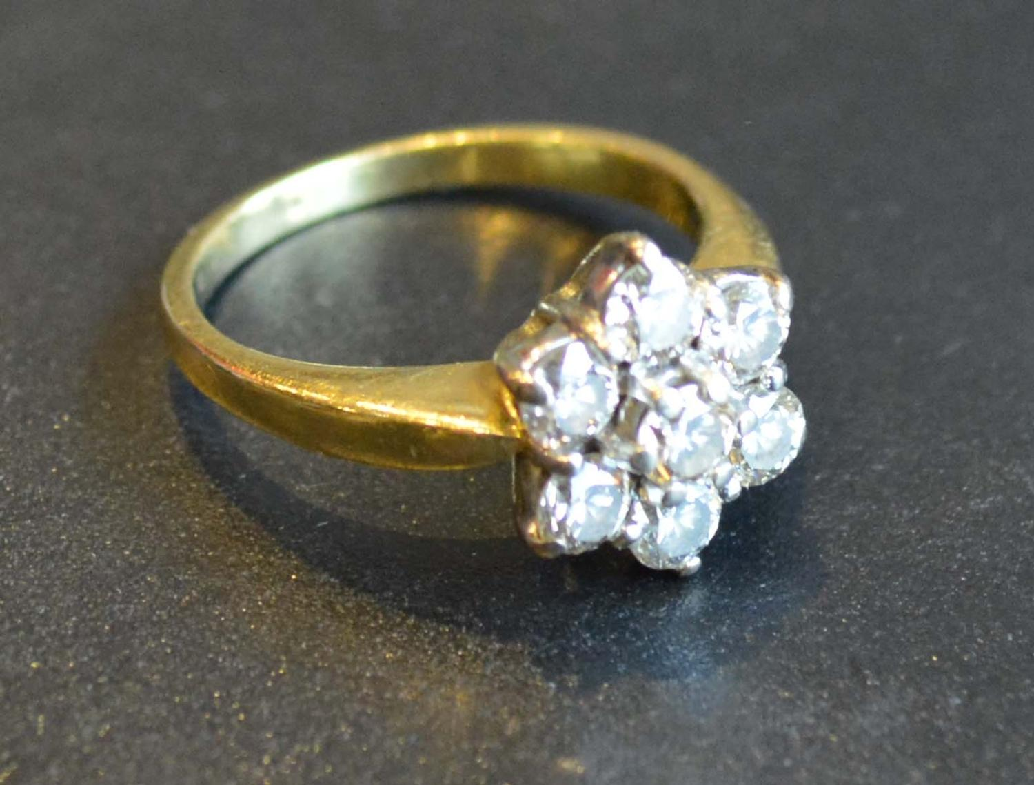 Lot 218 - An 18 Carat Gold Diamond Cluster Ring set with seven diamonds, claw set