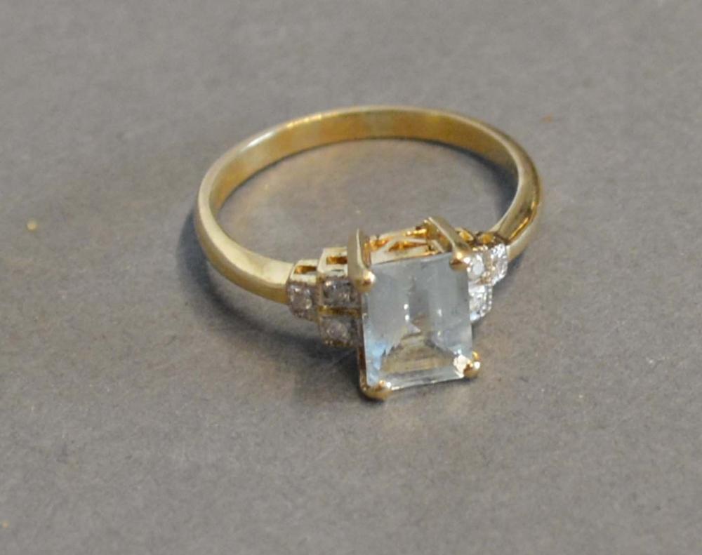 Lot 168 - A 9 Carat Gold Aquamarine Style Dress Ring
