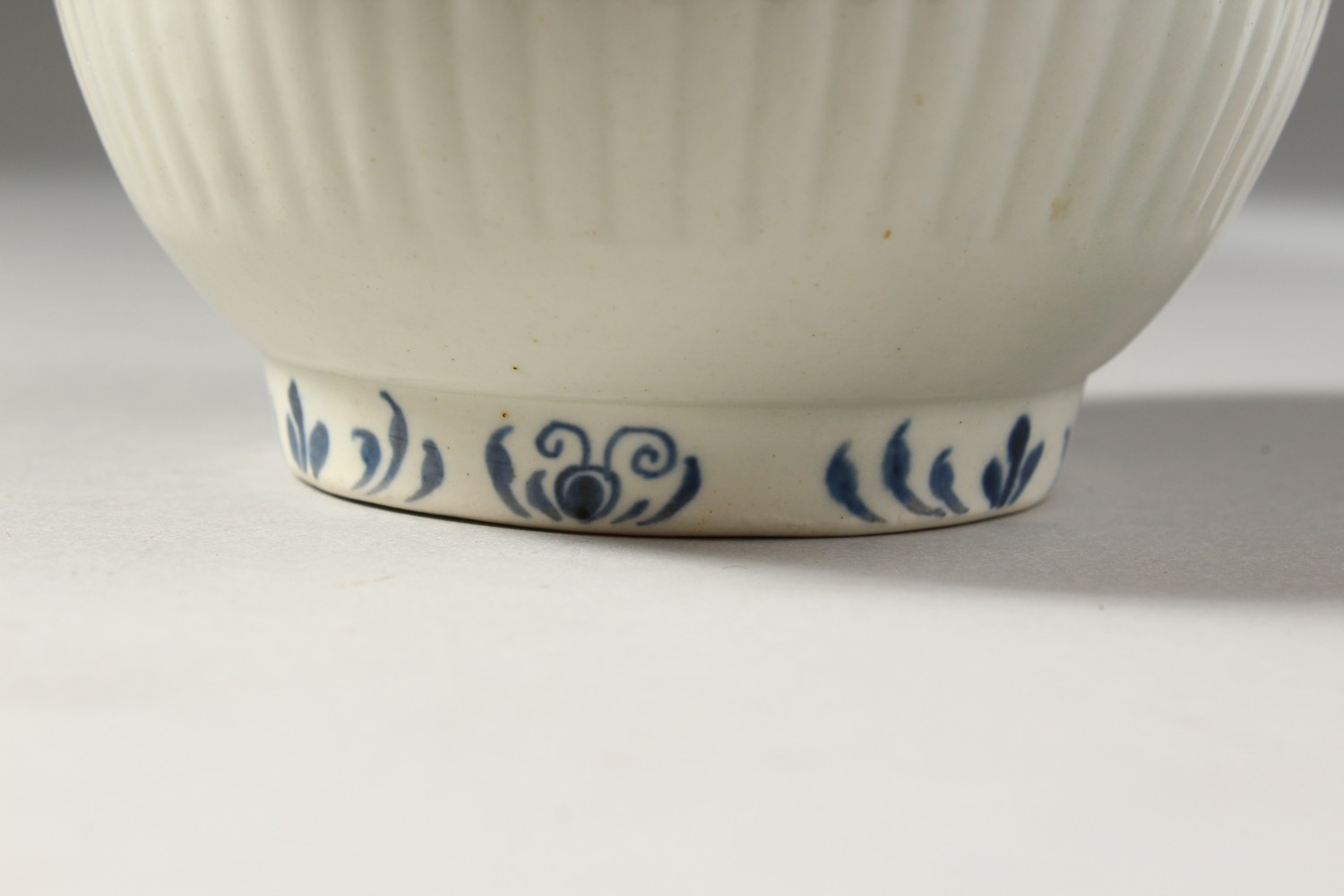 Lot 1072 - A WORCESTER BLUE AND WHITE COFFEE POT AND COVER, with fine moulded reeding painted with borders on