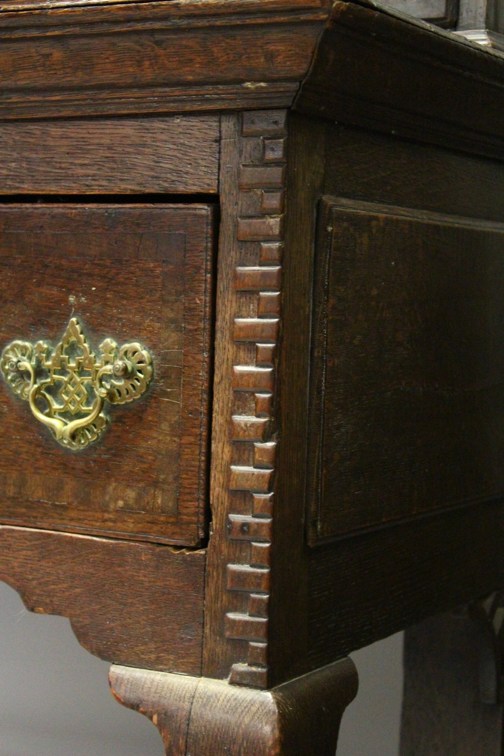 Lot 1009 - AN 18TH CENTURY OAK DRESSER, the upper section with three shelves and two cupboard doors, fitted
