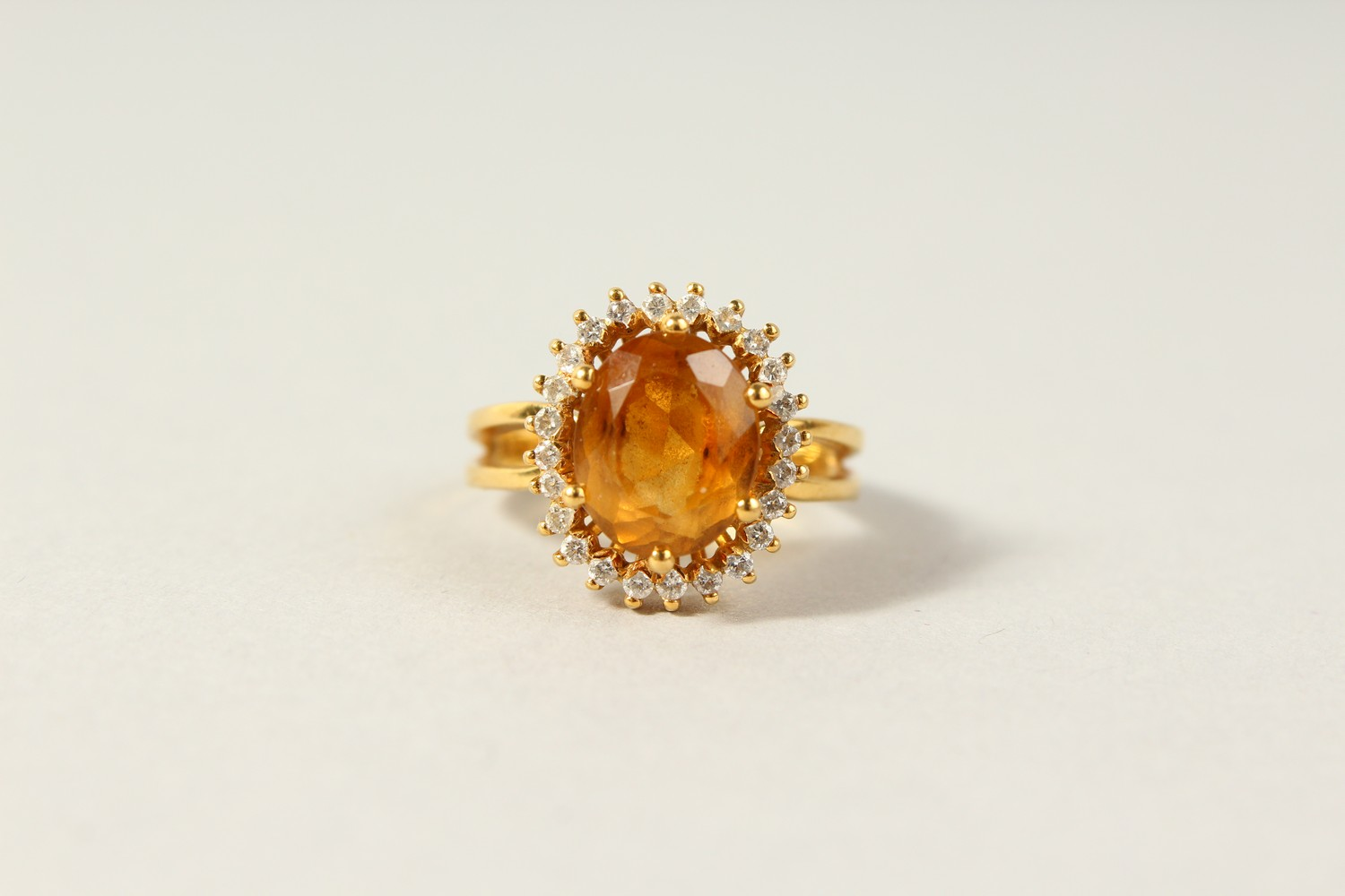 Lot 1751 - AN 18CT GOLD, DIAMOND AND CITRINE RING.