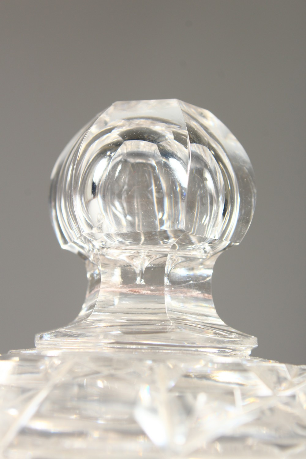 Lot 1048 - A GOOD 18TH CENTURY IRISH CRYSTAL CIRCULAR BOWL, COVER AND STAND.