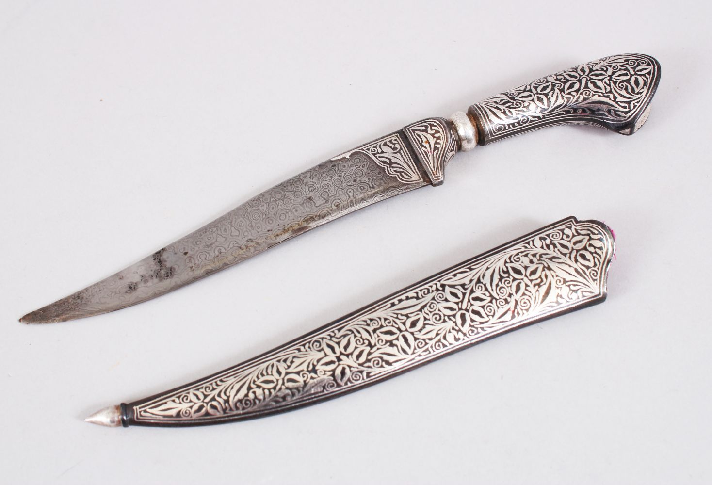 Lot 41 - A GOOD ISLAMIC / CAUCASIAN NIELLO SILVER INLAID DAGGER / KINDJAL, the body and case inlaid heavily