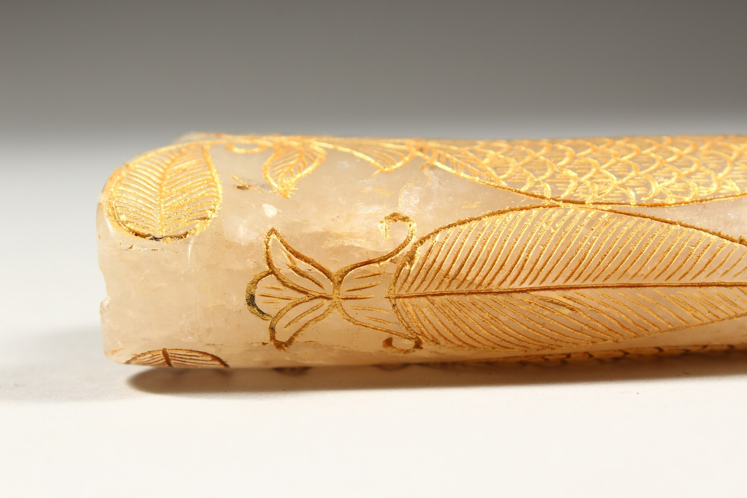 Lot 9 - A GOOD EARLY 20TH CENTURY PERSIAN CARVED JADE DAGGER KHANJAR HANDLE, the body of the curving