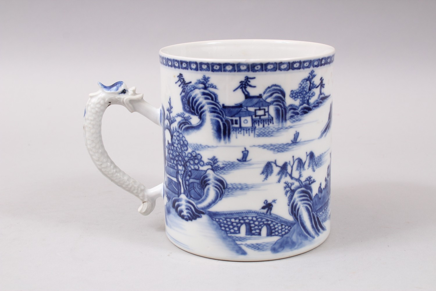 Lot 606 - AN 18TH / 19TH CENTURY CHINESE BLUE & WHITE PORCELAIN MUG, decorated with scenes of landscapes, with
