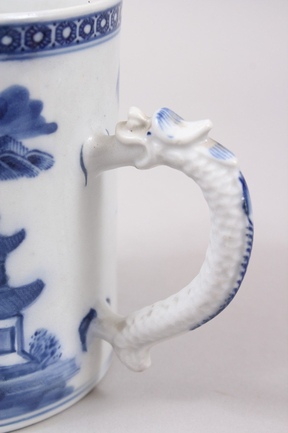 Lot 607 - AN 18TH / 19TH CENTURY CHINESE BLUE & WHITE PORCELAIN MUG, decorated with scenes of landscapes, with