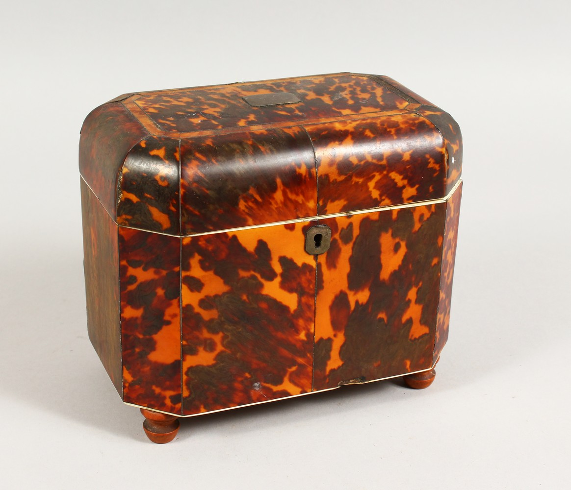 Lot 1432 - A GOOD GEORGE III TORTOISESHELL AND IVORY TWIN COMPARTMENT TEA CADDY, with plain silver plaque and