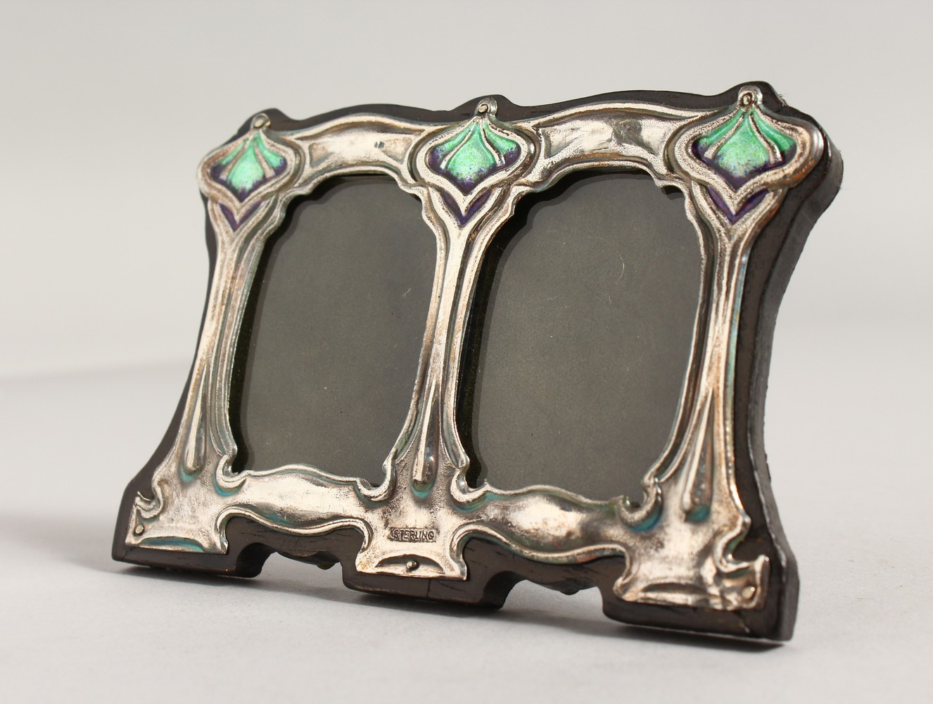 Lot 1864 - A SILVER AND ENAMEL ART DECO STYLE PHOTOGRAPH FRAME.