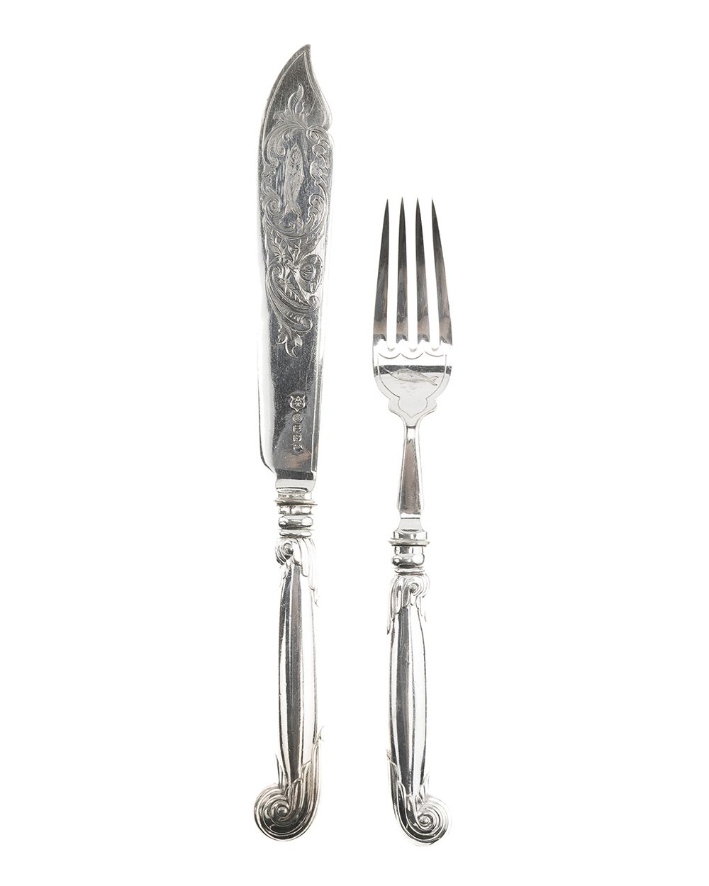 Lot 1101 - An English Daniel & Arter cased silver plated fish set