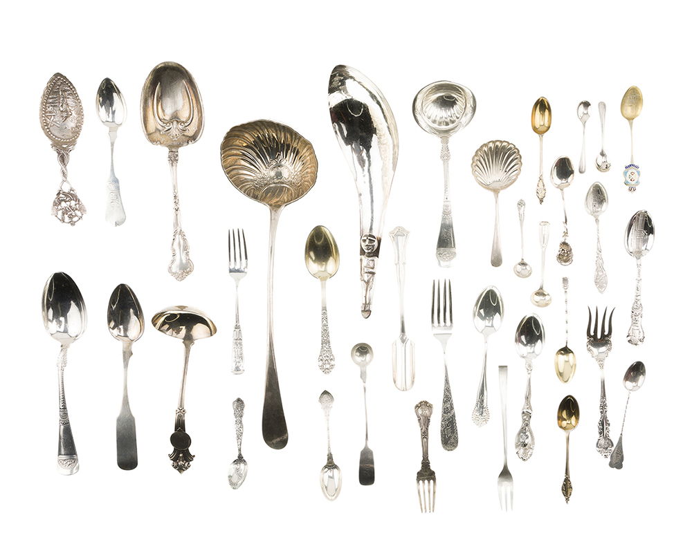 Lot 1332 - A group of miscellaneous flatware and serving pieces
