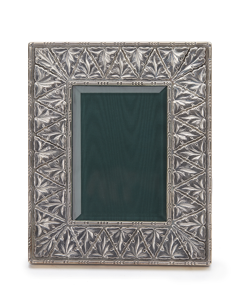 Lot 1231 - A Buccallati sterling silver picture frame