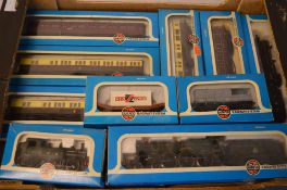 Quantity of OO gauge Airfix Railway System locomotives and carriages including 4079 'Pendennis