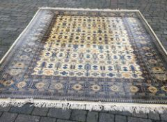 Large Persian pattern carpet 350cm by 251cm