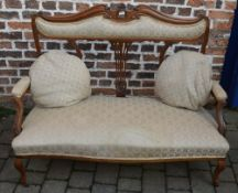 Late Victorian/Edwardian two seater open settee in walnut with scroll arms & cabriole legs