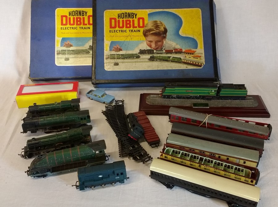 Lot 29 - 2 empty Hornby Dublo boxes, selection of railway engines and carriages (some a/f) and a Corgi