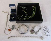 Quantity of silver jewellery inc earrings, necklaces, pendants etc