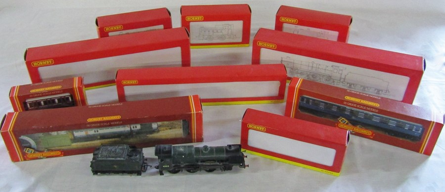 Lot 38 - Assorted Hornby 00 gauge model railway items inc R2174 County of Northampton locomotive, R2361