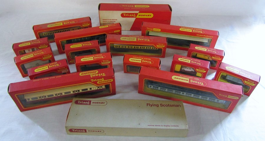 Lot 33 - Selection of Hornby Tri-ang model railway items inc R666 Articulated car carrier, R722 Inter-city