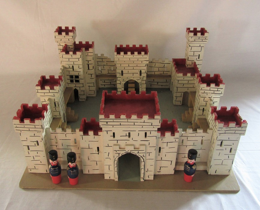 Lot 47 - Toy fort