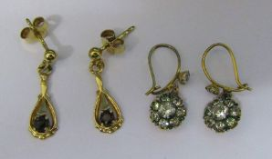 2 pairs of 9ct gold earrings - drop earrings with garnet stones weight 1.5 g and paste cluster