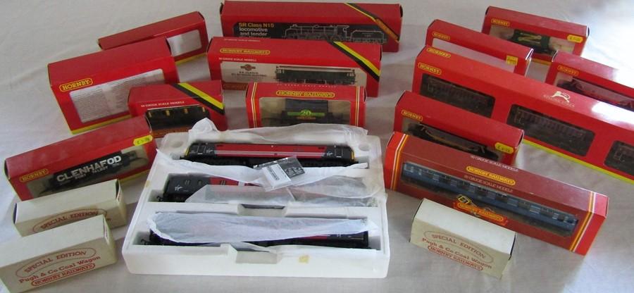 Lot 37 - Various Hornby 00 gauge model railway items inc R2960 Hornby collectors club locomotive 2010, B.R