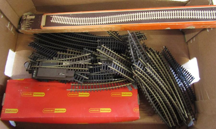 Lot 32 - Box of model railway track