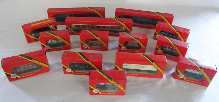 Lot 36 - Various Hornby Railways 'Silver Seal' 00 gauge model carriages